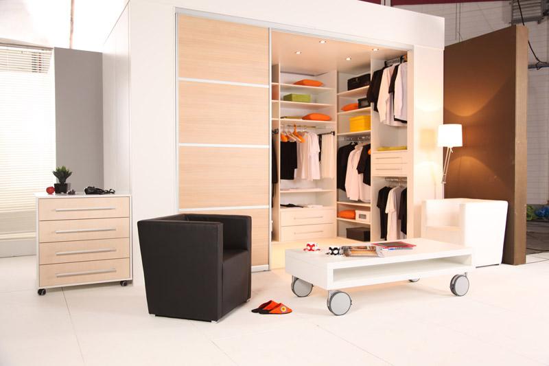 einbauschr nke mit schiebet ren schranksysteme. Black Bedroom Furniture Sets. Home Design Ideas
